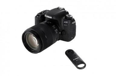 Canon EOS 77D z daljinskim prožilcem