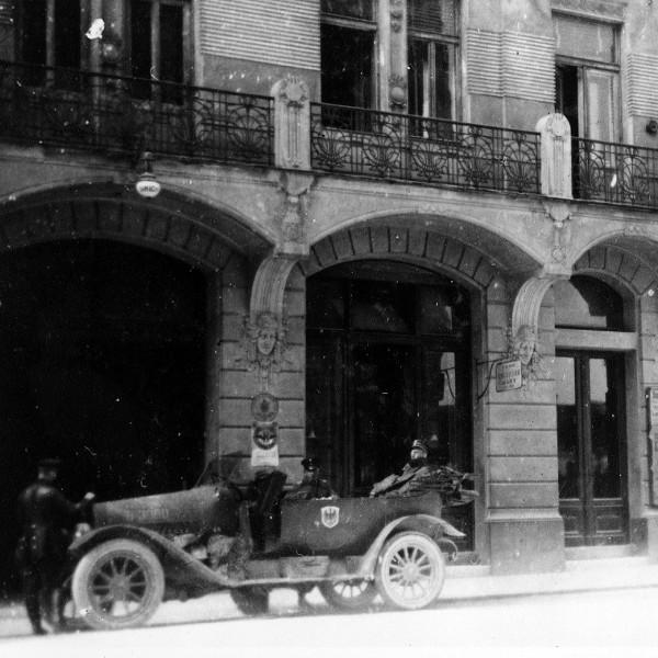 600pxNeznani-avtor-Grand-hotel-UnionLjubljana-1914-1918-zbirka-1-svetovna-vojna-crnobela-fotografija-hrani-MNZS