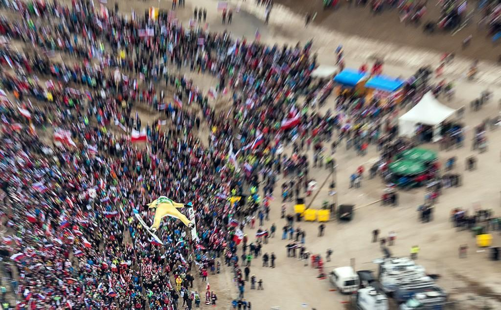 Andrej Tarfila: Domen Prevc nad navijači