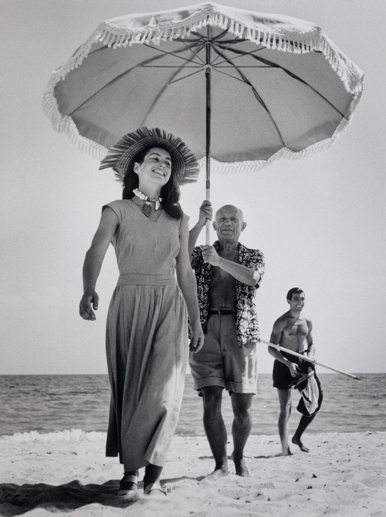 Pablo Picasso in Francoise Gilot, Golfe-Juan, Francija, avgust 1948 © Robert Capa International Center of Photography Magnum Photos